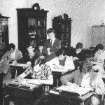 Sala de desenho – 1969 – em pé, professor Oswaldino Algemiro Hoffmann, à sua esquerda, o aluno Curt Hadlish.